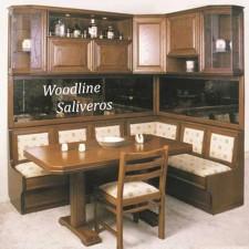 Καθιστικό Ermis με ντουλάπια κουζίνας στο πάνω μέρος.