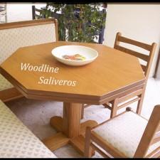 Τραπέζι και καθιστικό για φιλοξενία πολλών ατόμων.