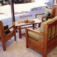 Καθιστικό Nove με αφράτα μαξιλάρια σε πλάτη και κάθισμα.