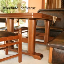 12C Επιβλητικό τραπέζι όπως αρμόζει σε ένα αριστοκρατικό καθιστικό.
